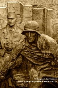 pomnik_powstania_warszawskiego_9